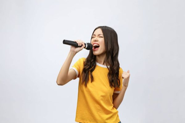 Girl wearing a yellow t-shirt and singing
